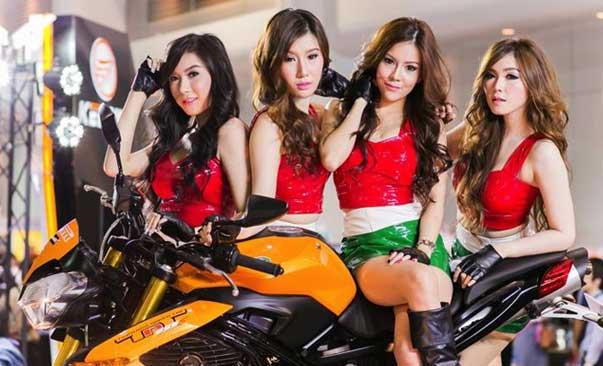Chicas pretty tailandesas en motorshow