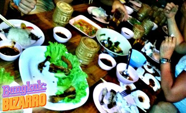 Restaurante tailandés de la calle, comida de Isaan