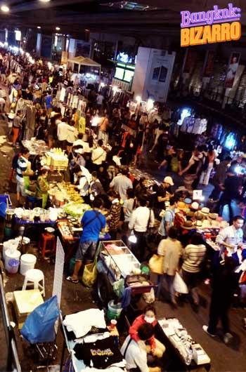Comida callejera en el estado de emergencia en Bangkok
