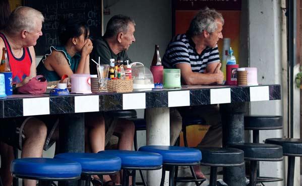 Farangs en un beer bar Universidad