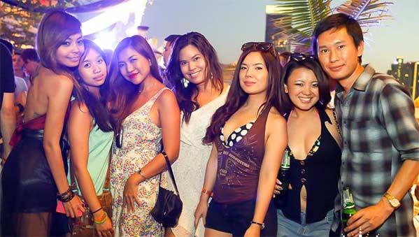 Fiesta en Bangkok Kolour domingo