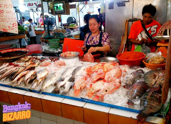 Mercado de pescado en On Nut Bangkok