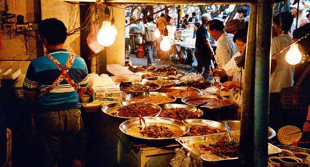 Comer en la calle en Bangkok