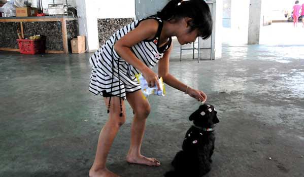Niña con sida en Tailandia