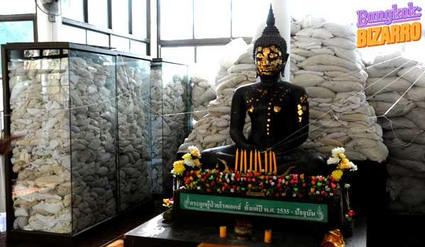 Wat Phra Baht Nam Phu sida tailandia