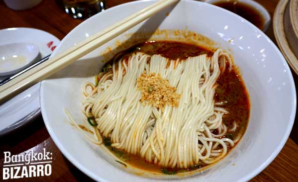 Fideos fríos ligeramente picantes en Din Tai Fung.