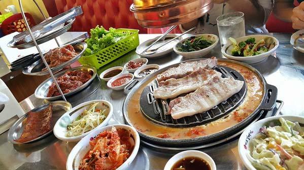 Restaurantes coreanos en bangkok dale a la barbacoa for Comida para barbacoa