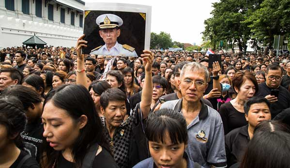 Procesión luto Tailandia