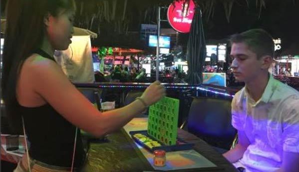 Conecta Cuatro bares Tailandia en raya