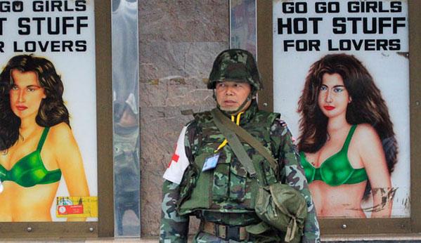 Militares noche de Bangkok chicas