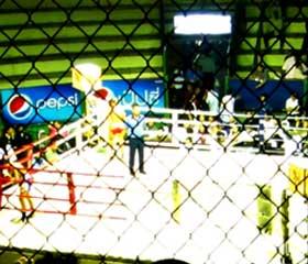 Muay Thai en el estadio de Ratchadamnoen entre rejas