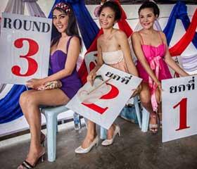 Ladyboys en un combate carcelero de Bangkok