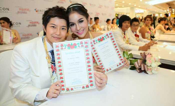 Tomboy se casa con chica de Tailandia clase alta