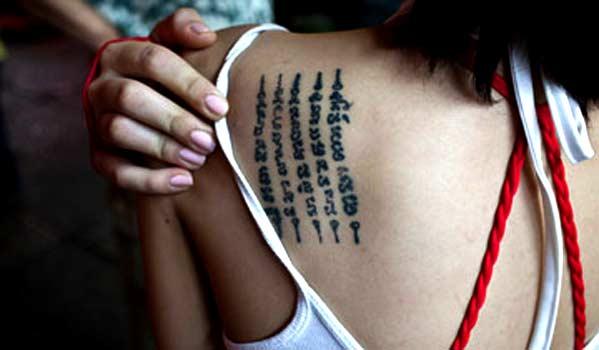 Chica de Tailandia con tatuaje
