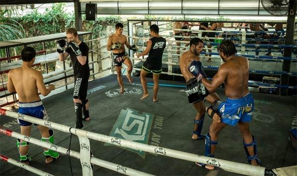 Khongsittha entrenar Muay Thai