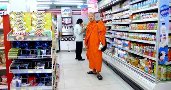 Monje en 7-Eleven Tailandia