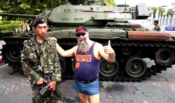 Farang y militar Tailandia