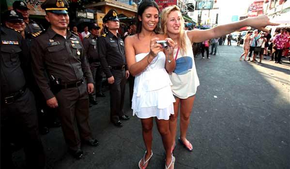 Turistas en Khaosan Tailandia