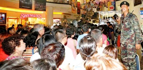 Colas cine Bangkok para ver Naresuan 5