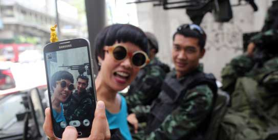 Selfie con militares redes sociales