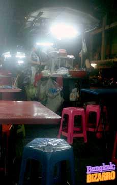 Comer en la calle Sukhumvit 18 Bangkok