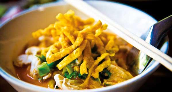 khao soi comer en chiang mai