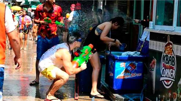 Comando Songkran agua 2015