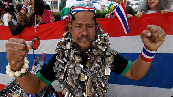 protesta tailandia magia amuletos