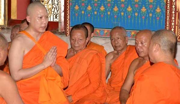 Muchas personas adineradas, en lugar de ir a la cárcel, pagan sus crímenes haciéndose monjes por un mes o dos. Como el caso de este hombre, que mató a dos estudiantes con su Mercedes al doble del límite de velocidad.