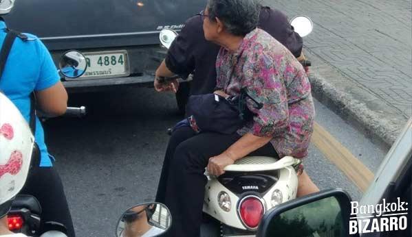 tercera edad moto tailandia