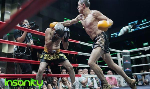 Puñetazos en velada de boxeo en Bangkok, pelea de mayores