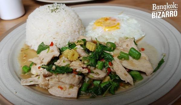 kraprao comida tailandesa