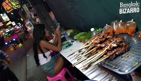 Comida callejera Bangkok en Nana Plaza