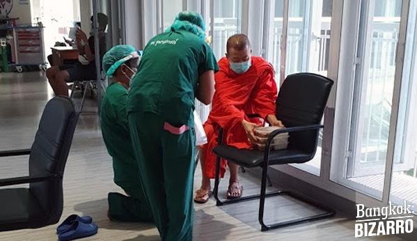 Monjes tailandeses en hospital