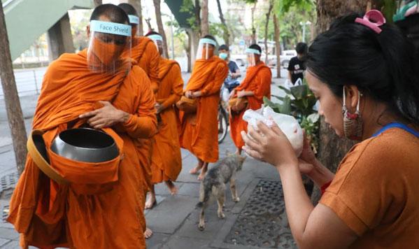 Monjes Tailandia covid19