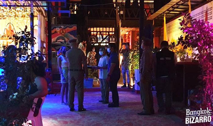 Policía bar cerrado Tailandia
